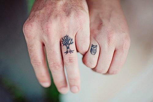 Tatuagem nos dedos